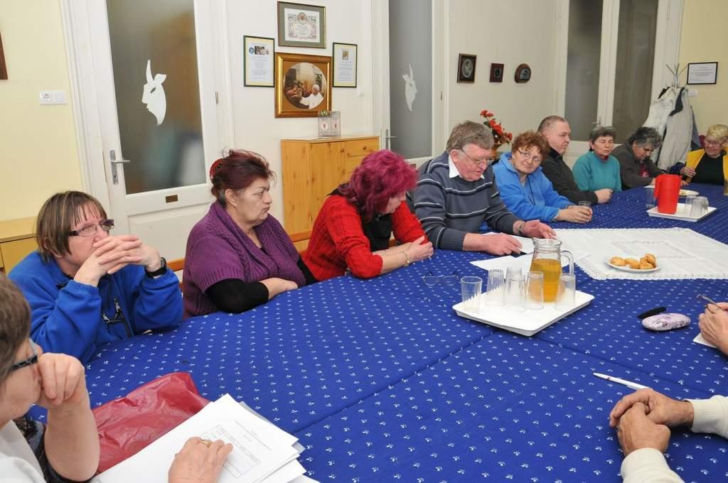 A Wojtyla Ház nyugdíjasai ebéd közben is folytatták eszmecseréjüket