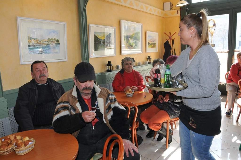 A Művész Kávézóban járt a Wojtyla Ház családja