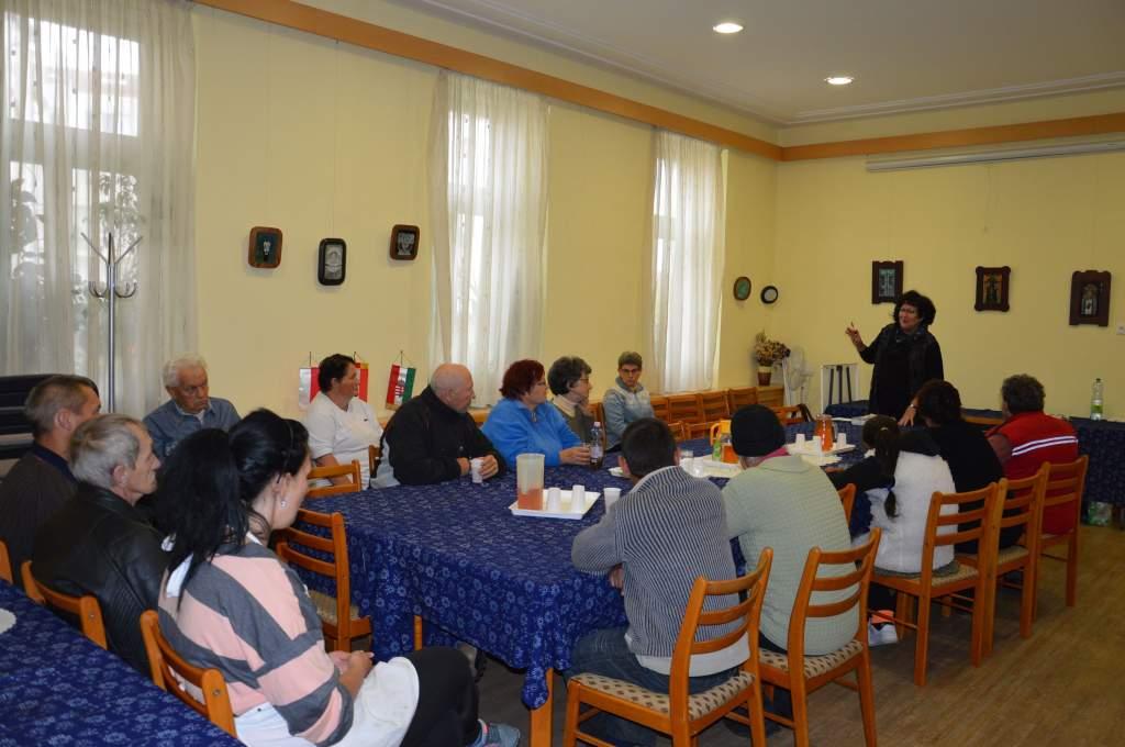 Dr. Varga Miklósné a családsegítő jogásza tartott előadást a Wojtyla Ház szegényeinek