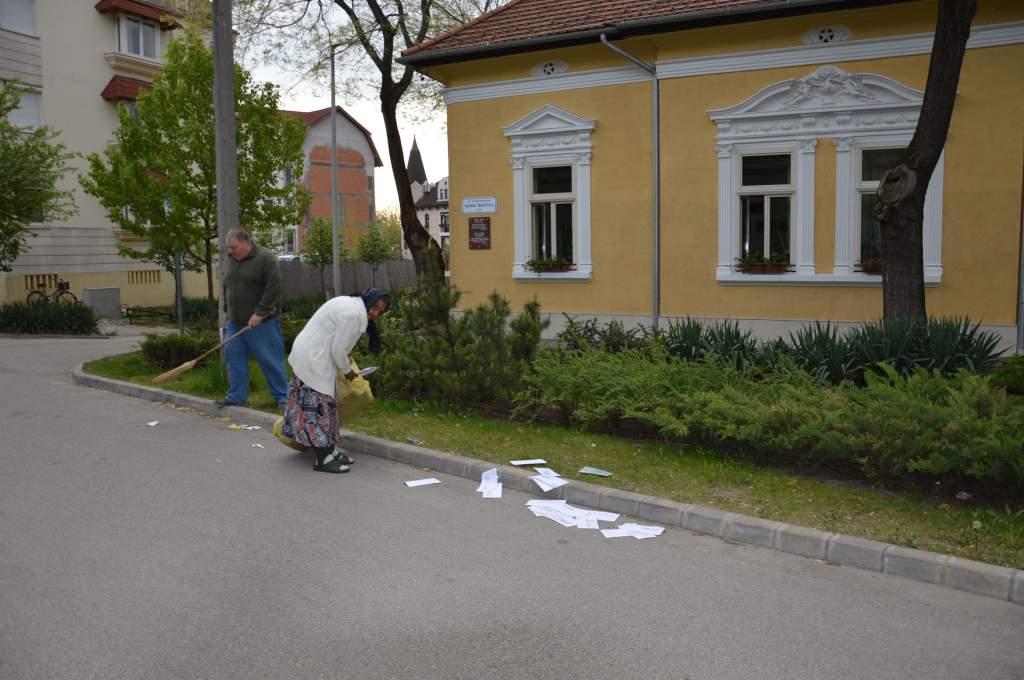 A wojtylások szedték össze az eldobált papírhulladékot