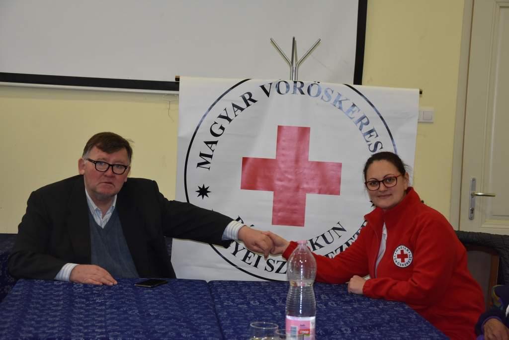 Mentsünk életet! – Újraélesztési bemutatót tartott a Vöröskereszt a Wojtyla Házban