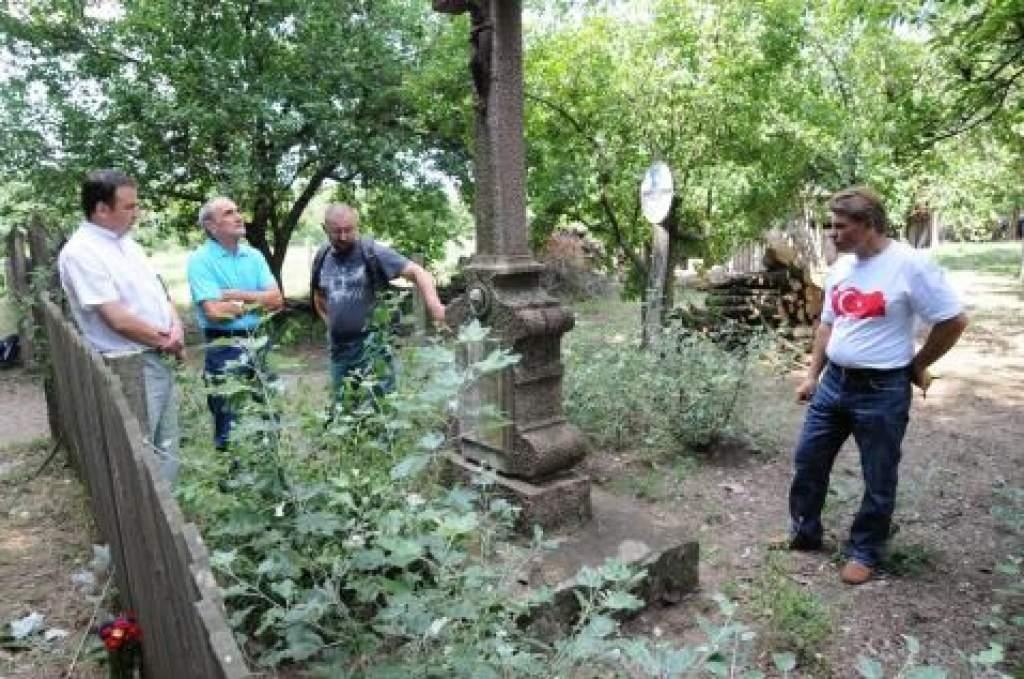 Szeptember 12-én adják át a felújított pálmonostorai keresztet