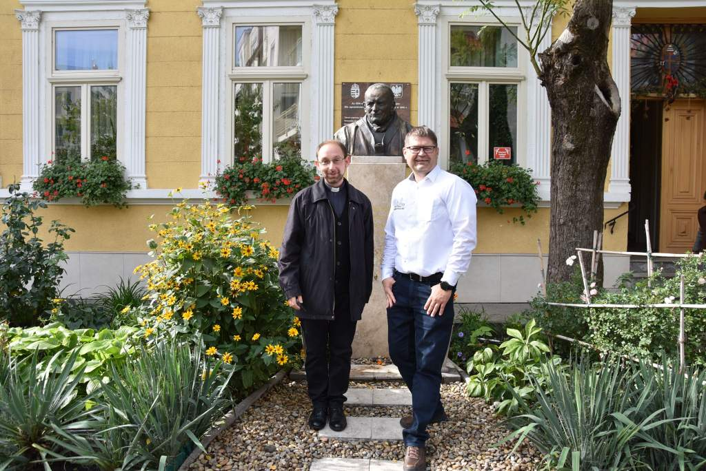 Jakabszállás polgármestere és papja tartott előadást a Wojtyla Házban