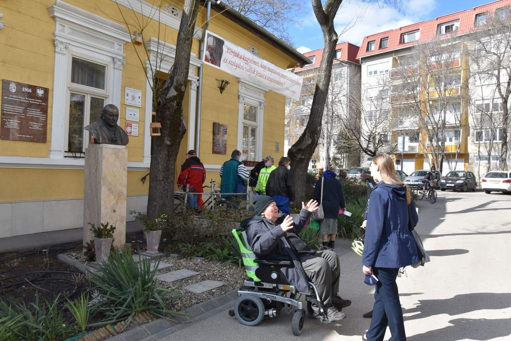 Pavlovics István nyújtott segítő kezet a szegényeknek