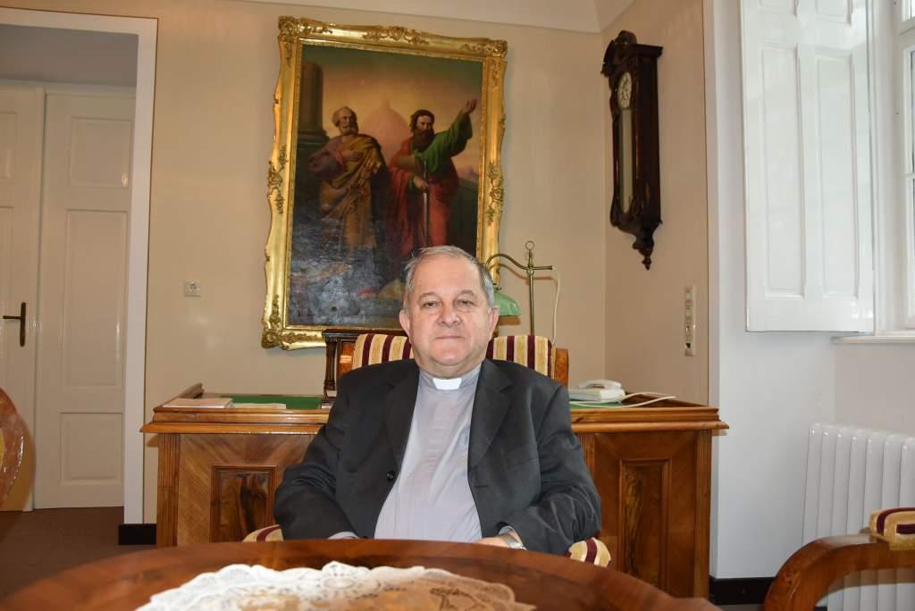 Dr. Bábel Balázs: Csak jogszabályi kényszer esetén zárjuk be a templomokat