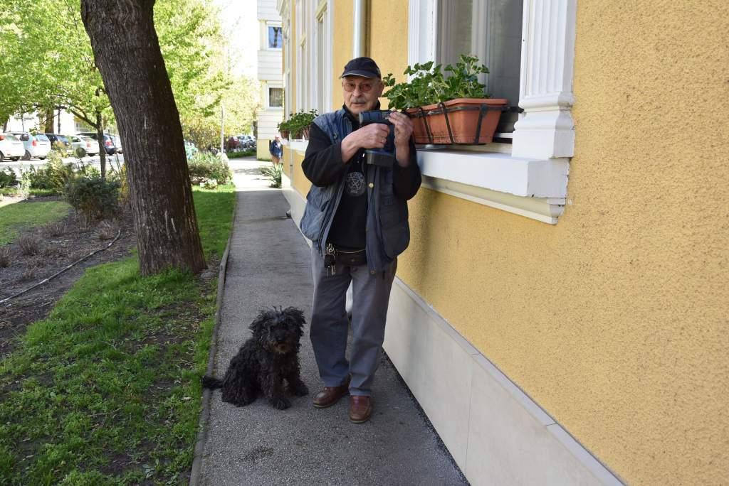 Facol Lajos, a Wojtyla önkéntese munka közben