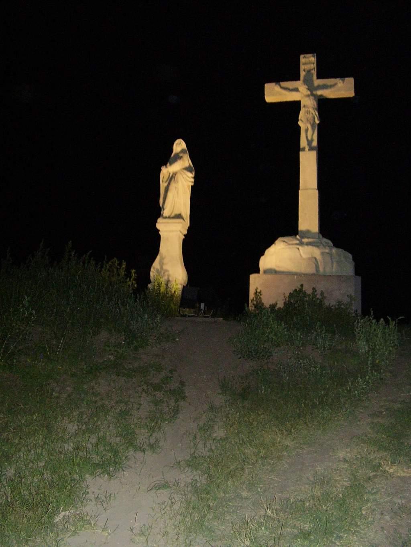Éjszaka is fényekben fürdik a dunaföldvári Kálvária-szoborcsoport