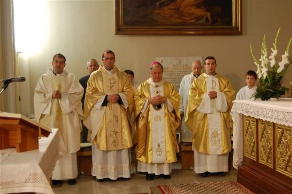 Érseki szentbeszédek: a főpásztor egyházmegyéjében megnyitotta a HIT ÉVÉT - 2012 október 21. Kalocsa