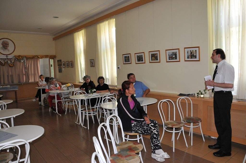 A Kékkereszt Csoport tartott előadást a Wojtyla Ház családjának