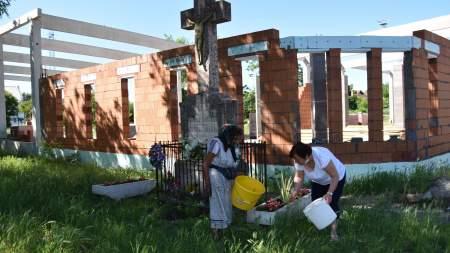 Rendbe tették a Krisztus-keresztek és Révész István sírja környezetét